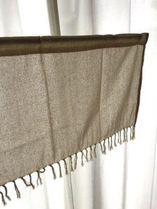 100均のカフカーテンでトイレの窓目隠し