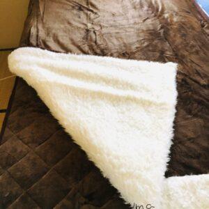 軽くて暖かい西川の毛布を口コミ
